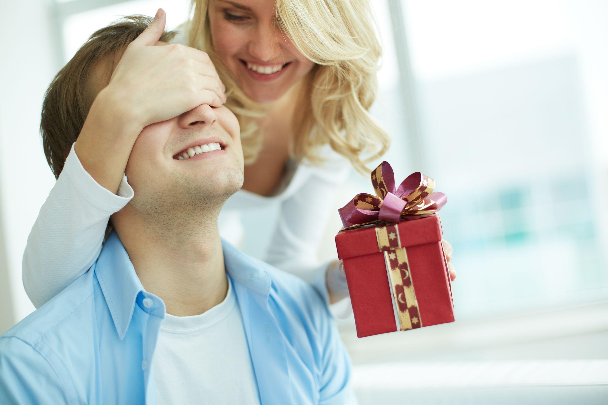Как сделать так, чтобы мужчина захотел дарить подарки? - Elle 93