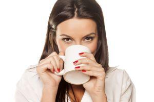 Žena s čajem